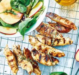 recette facile aiguillettes de dinde marinées et salade de jeunes pousses mes recettes