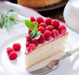 Recette de layer cake framboise et chocolat blanc