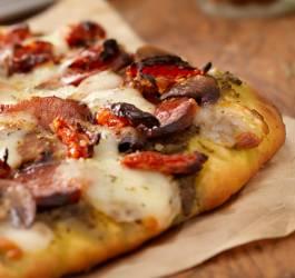 pizza aux poivrons et au chorizo
