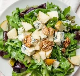 Recette de salade de mâche au roquefort