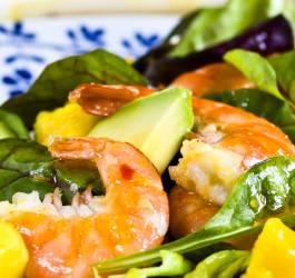 Recette diététique de salade mangue, avocat et crevettes