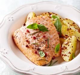 Recette de saumon grillé au miel et aux baies
